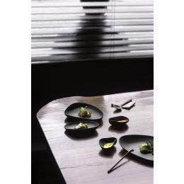 Assiette plate - gamme Yayoi - noir mat - 230 x 200 x 35 mm