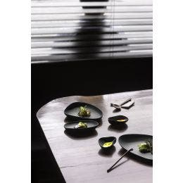 Assiette plate - gamme Yayoi - noir mat - 140 x 110 x 30 mm
